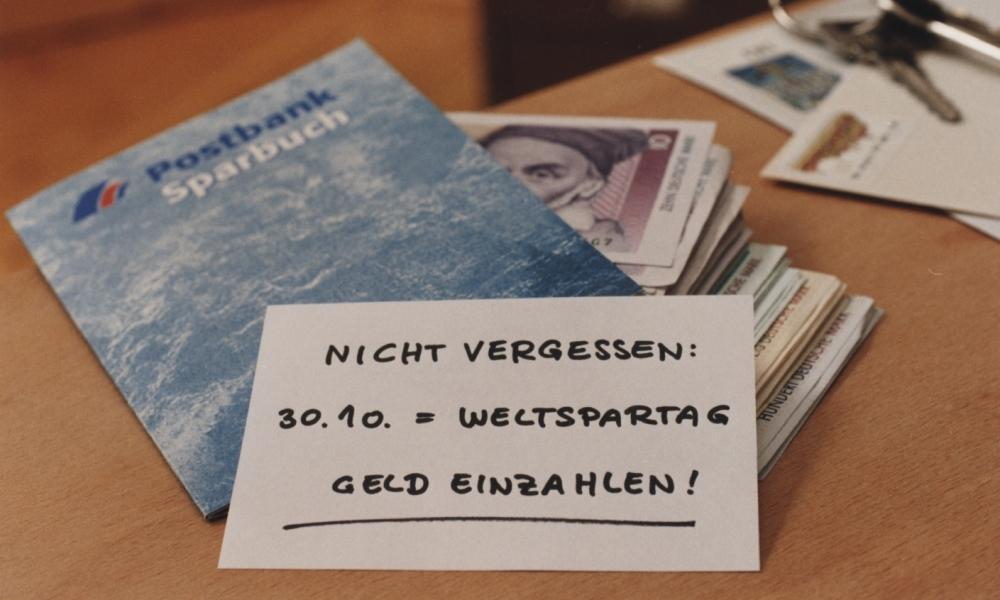 Fotografie; Weltspartag: Postbank Sparbuch
