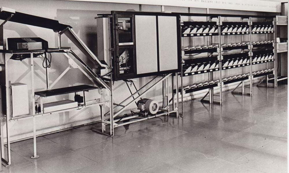 Briefverteilmaschine RFT der Deutschen Post der DDR, Briefverteilamt Magdeburg, 1956