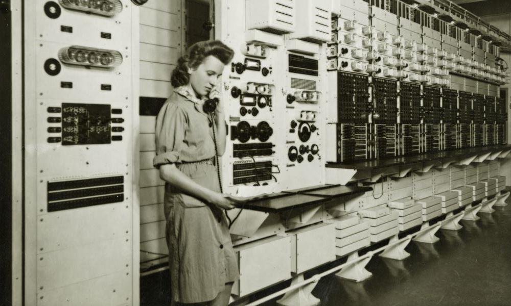 Mitarbeiterin der Deutschen Reichspost im Rundfunkverstärkeramt Hamburg, 1940