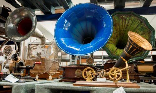 Phonografen und Schallplattenspieler in der Sammlung der MSPT