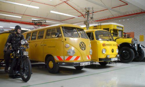 Kleintransporter und LKW - Postfahrzeuge im Depot Heusenstamm