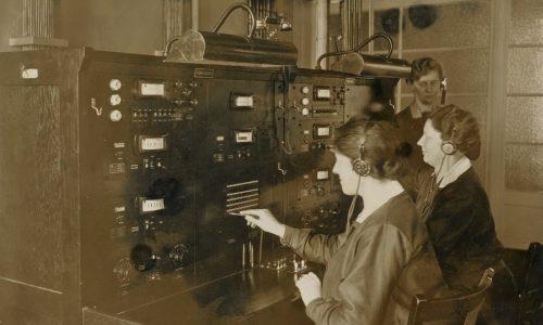 manuelle Vermittlung der ersten Ferngespräche zwischen Berlin und Rio de Janeiro im Fernamts der Deutschen Reichspost in Berlin, 1930
